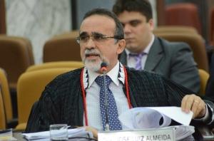 José Luiz afirma que os centros desburocratizam a Justiça