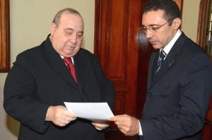 Guerreiro Júnior e Nilo Ribeiro consultam listagem de credores de precatórios