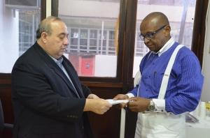 Guerreiro Júnior entrega Ato de Nomeação ao jornalista Antonio  Carlos