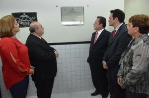 O Presidente do TJMA, Antonio Guerreiro Júnior, o corregedor-geral, Cleones Cunha, e autoridades locais na cerimônia de entrega do novo fórum. (Foto: Ribamar Pinehreio)