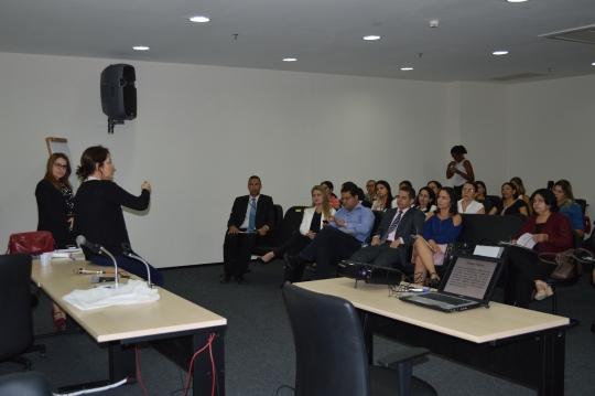 A import�ncia da rede de atendimento �s v�timas de viol�ncia foram discutidas no workshop (Foto:Danielle Limeira)