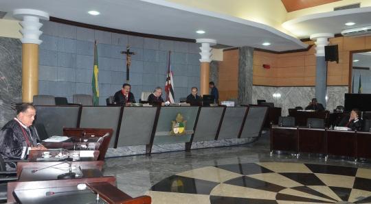 A decisão unânime foi tomada na sessão em que o desembargador Marcelino Everton assumiu a presidência da 4ª Câmara Cível (Foto: Ribamar Pinheiro)