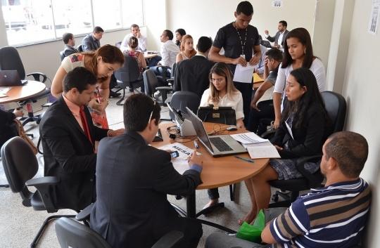 As sess�ees de negocia��o s�o orientadas por conciliadores do N�cleo de Solu��o de Conflitos do TJMA (Foto: Ribamar Pinheiro)