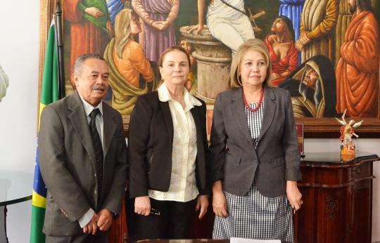 A presidente do TJMA, desembargadora Cleonice Freire, assinou termo da parceria com o Ministério Público (Foto:Ribamar Pinheiro)