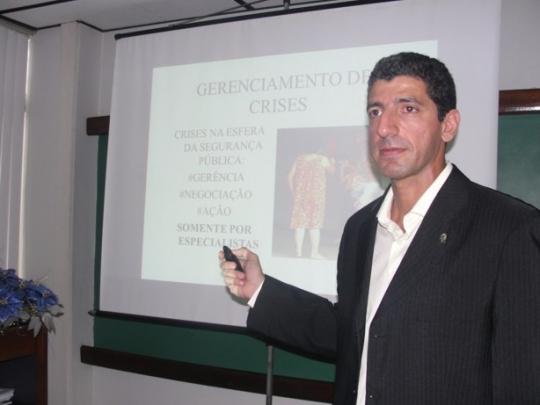 O curso ser� ministrado pelo delegado de pol�cia Andr� Lu�s Gossain, chefe de opera��es especiais