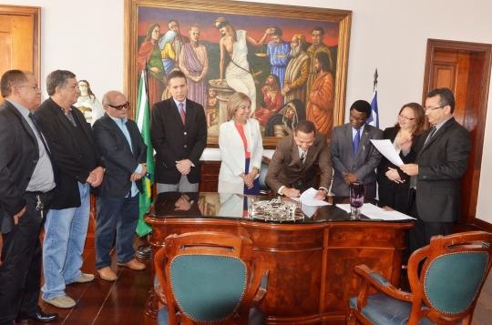 A posse dos ju�zes ocorreu  no gabinete da presidente do TJMA, desembargadora Cleonice Freire (Foto: Ribamar Pinheiro)
