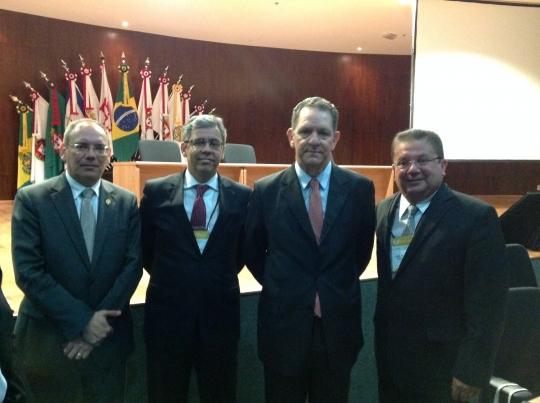 Desembargador Jamil Gedeon (� direita) junto ao Ministro Jo�o Ot�vio de Noronha, desembargador Paulo Velten e o secret�rio-geral da Enfam, juiz Paulo Tamburini