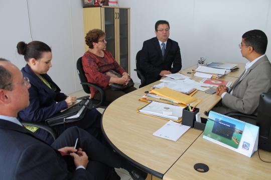 Secretário Bira do Pindaré recebeu o des. Jamil Gedeon e equipe da Esmam, composta pela secretaria-geral Marilse Medeiros, juíza Kariny Reis e o assessor de informática Paulo Rocha