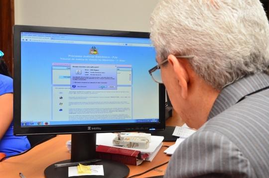 O sistema PJE permite a tramita��o eletr�nica do processo, sem uso de papel, com maior agilidade e seguran�a  (Foto: Ribamar Pinheiro)