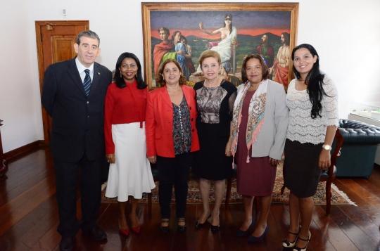 Aparecida Gonçalves e equipe foram recebidas pelas desembargadoras Cleonice Freire e Angela Salazar, e o juiz Nelson Moraes Rego, da Vara Especial da Mulher