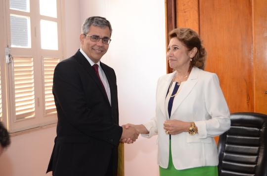 O desembargador Paulo Velten fez um relato das audi�ncias � presidente do TJMA, desembargadora Cleonice Freire (Foto: Ribamar Pinheiro)