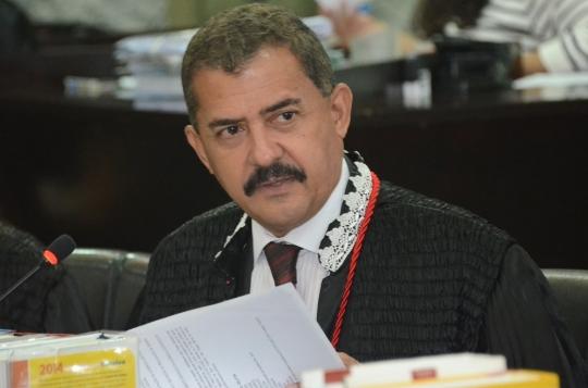 O desembargador Joaquim Figueiredo julgou procedente o pedido e declarou inconstitucional a norma municipal