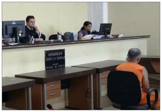 Juiz Pedro Guimarães durante júri em Açailândia