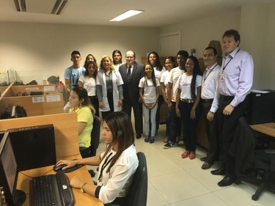 Jovens aprendizes durante visita à Ouvidoria do TJMA.