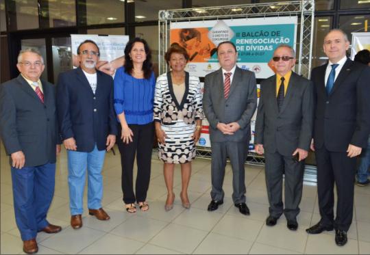 Corregedora Anildes Cruz ao lado do presidente Cleones Cunha, e do desembargador Jos� Luiz Almeida e demais autoridades. (Foto: Ribamar Pinheiro).