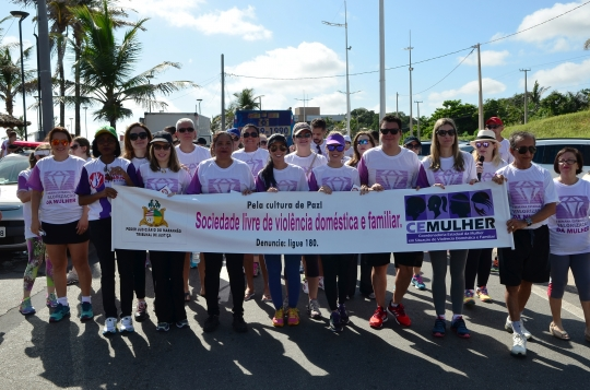Uma caminhada na Avenida Litorânea incluiu-se entre as atividades da campanha (Foto: Ribamar Pinheiro)