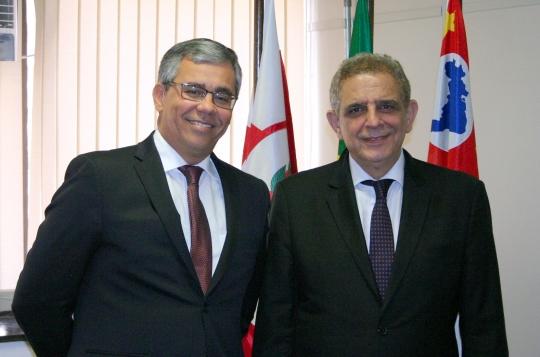 O desembargador Paulo Velten (vice-diretor da Esmam) e o diretor da Escola Paulista de Magistratura, desembargador Antonio Carlos Villen