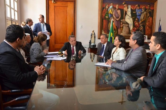 O desembargador Cleones Cunha mostrou-se aberto ao diálogo com os oficiais de Justiça