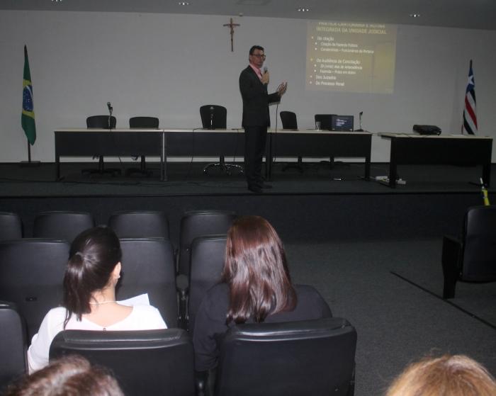 O juiz Rodrigo Otávio Terças Santos, especialista em Processo Civil, conduziu o curso realizado no Fórum de São Luís