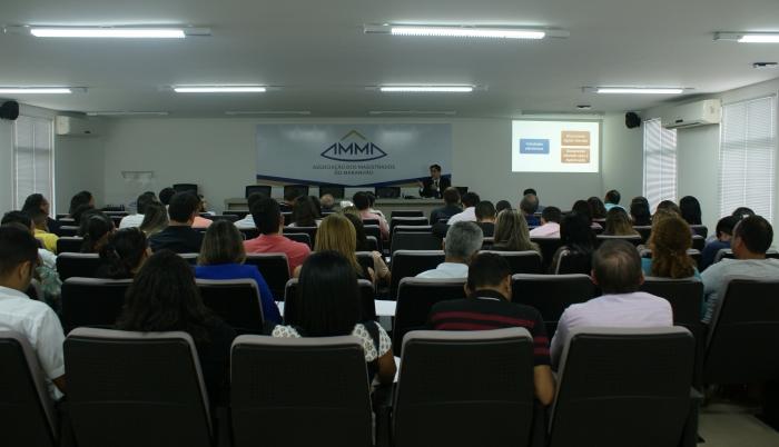 Cerca de 50 servidores participaram da capacitação promovida pela Esmam