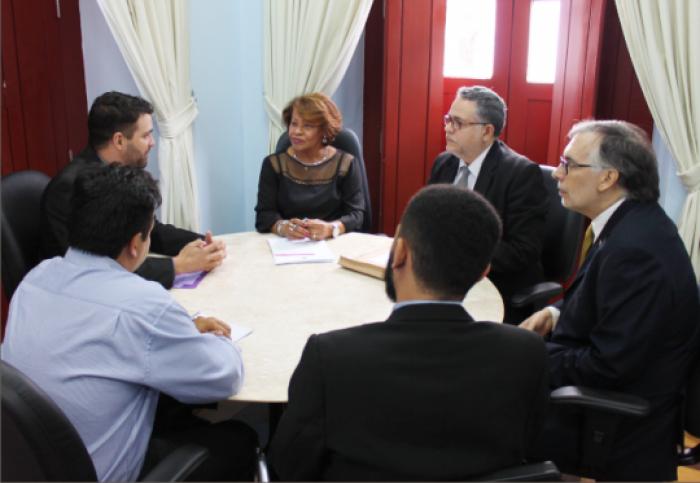 Corregedora Anildes Cruz reunida com representantes da PROVITA em setembro de 2016.