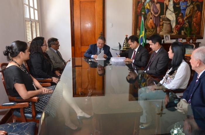 Assinatura do Termo de Cooperação entre TJMA e DPE para o Projeto Cuidar. Foto: Ribamar Pinheiro/TJMA