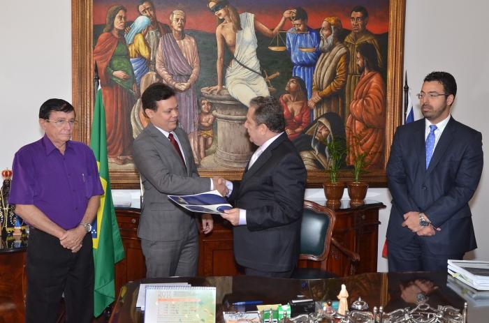 Juiz toma posse na Comarca de Estreito. (Foto: Ribamar Pinheiro)