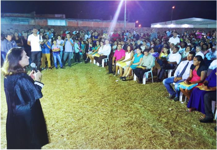 A juíza Joseane Bezerra abriu a cerimônia realizada com casais evangélicos de São Luís.