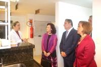 A analista Andréya Márcya Holanda explicou à Ministra Nancy e à desembargadora do TJMG os indicadores da política de qualidade da unidade laboratorial