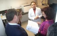 A Ministra Nancy Andrighi verifica como é feito o processamento do exame – desde a coleta do material biológico até a emissão dos resultados é feito no local