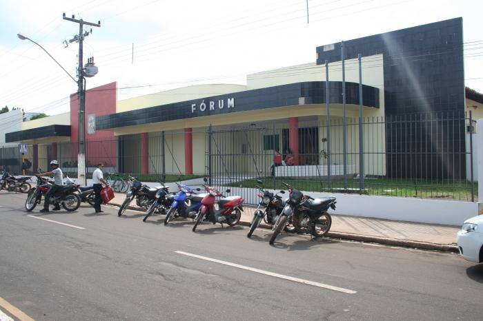 Fórum Desembargadora Etelvina Ribeiro Gonçalves, em Codó, onde ocorreram as sessões.
