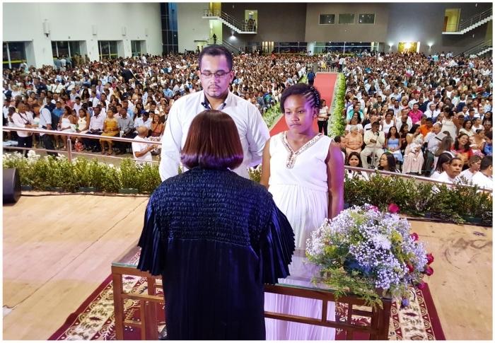 Juíza une casal especial durante Casamento Comunitário 2016. (Imagem arquivo: Ribamar Pinheiro/TJMA).