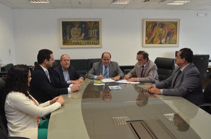 A parceria foi oficializada em reunião na sede do Ministério Público do Maranhão (Foto: Ribamar Pinheiro)