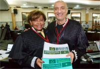 Desembargadora Anides Cruz entrega Relatório de Transição ao corregedor-geral eleito, des. Marcelo Carvalho (Foto: Ribamar Pinheiro).
