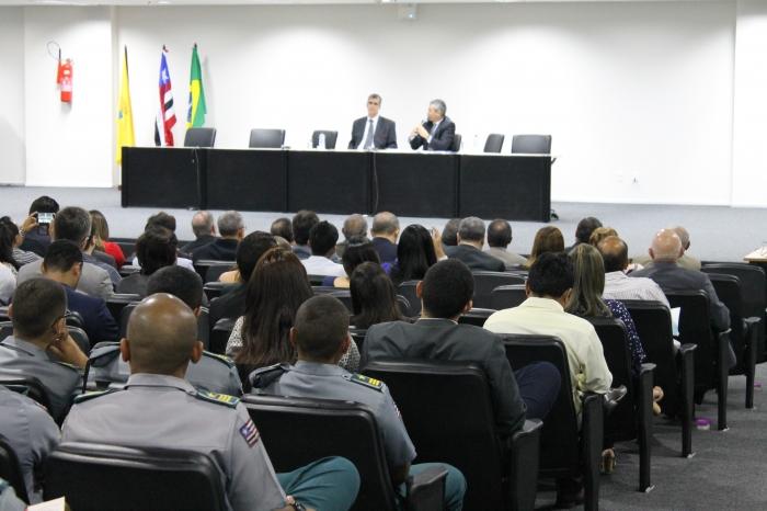 Ministro Rogério Schietti e o desembargador paulo Velten, diretor da ESMAM