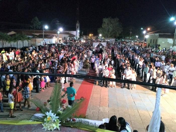 Casais e familiares lotaram a Praça de Eventos em São Vicente Férrer.