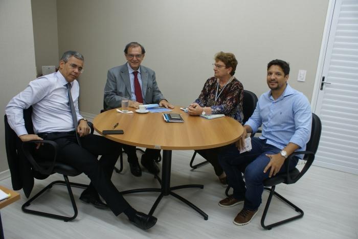 Desembargador Paulo Velten, advogado Sérgio Tamer, Marilse Medeiros e o juiz Artur Gustavo Azevedo