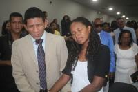 Carlos Adriano Brito Ferreira, 26, e Fernanda Lima Oliveira, 22, que começaram a namorar há dois anos e logo se convertam à religião evangélica.