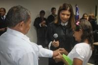 Juíza Rafaella celebra casamento José da Conceição e Carmina, casal mais velho da cerimônia.