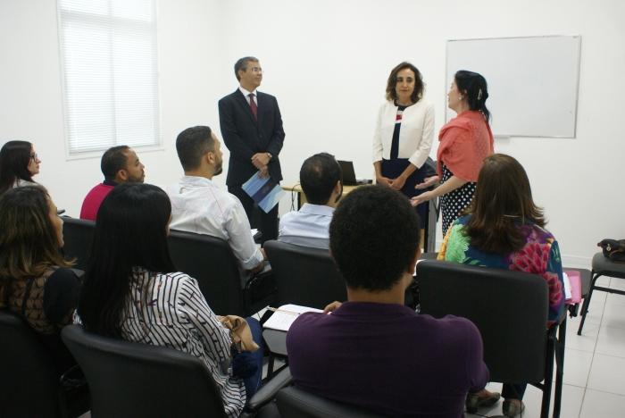 Desembargador Paulo Velten e as instrutoras do CNJ, Valéria Ferioli Lagrasta e Fernanda Rocha Lourenço