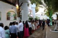 Casais fizeram fila para registrar momento em painel montado para a ocasião.