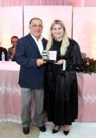 Desembargador Jorge Rachid recebe placa de homenagem pela criação do projeto Casamentos Comunitários.