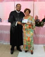 Desa. Anildes Cruz recebe placa de reconhecimento pelo grande incentivo ao projeto Casamentos Comunitários.