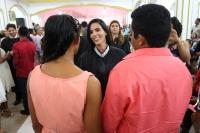 Juíza Helen Maia celebra união de casal durante casamento em Pedreiras.
