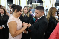 Juíza Mirella Freitas celebra união de casal durante casamento em Pedreiras.