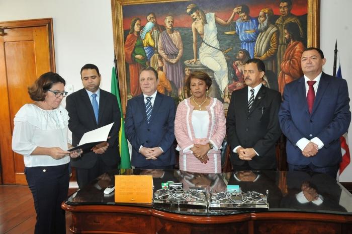 Juiz José Jorge Figueiredo Junior foi empossado pelo presidente do TJ, desembargador Cleones Cunha (Foto: Ribamar Pinheiro)
