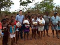 Magistrado participou da entrega de cestas básicas para as famílias da comunidade.