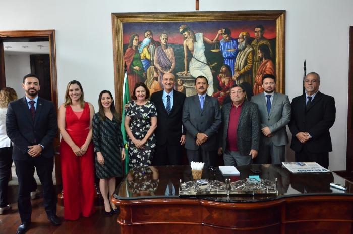 A cerimônia de posse dos juízes auxiliares da Corregedoria ocorreu no Gabinete da Presidência (Foto: Ribamar Pinheiro)