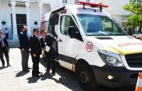 Entrega da ambulância ao presidente do TJMA para atendimento das emergências (Foto: Ribamar Pinheiro/TJMA)