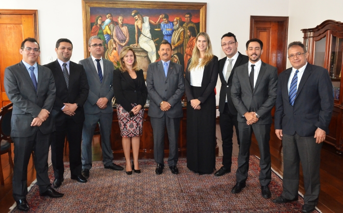 Presidente do TJMA recebeu os candidatos aprovados para juiz substituto, em seu gabinete (Foto: Ribamar Pinheiro)